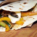 Piadina con verdure e mozzarella
